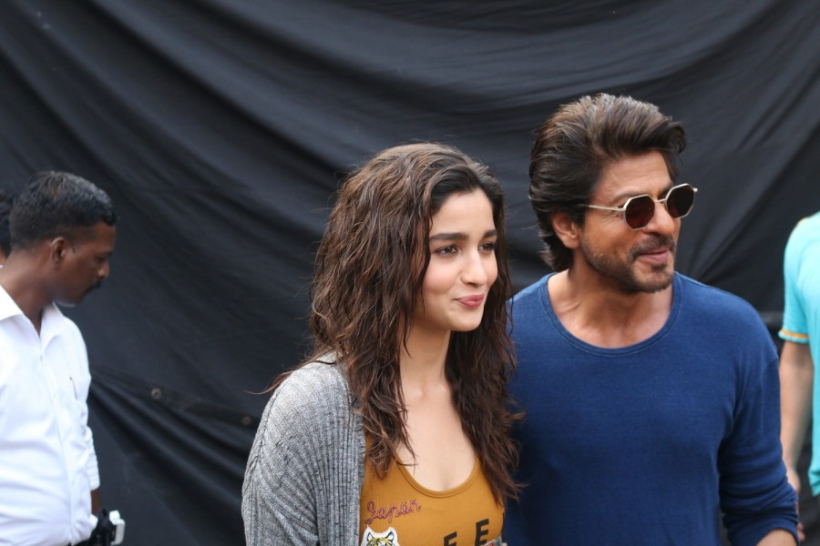Shah Rukh Khan and Alia Bhatt,Shah Rukh Khan,Alia Bhatt,SRK,SRK and Alia Bhatt,Dear Zindagi promotions,Dear Zindagi promotions on Mehboob studios,Mehboob studios,Dear Zindagi movie promotions