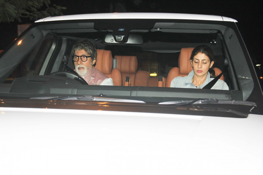 Amitabh Bachchan,Amitabh Bachchan car driving,Amitabh Bachchan driving,Amitabh Bachchan at Juhu,Amitabh Bachchan latest pics,Amitabh Bachchan latest images,Amitabh Bachchan latest photos,Amitabh Bachchan latest stills,Amitabh Bachchan latest pictures
