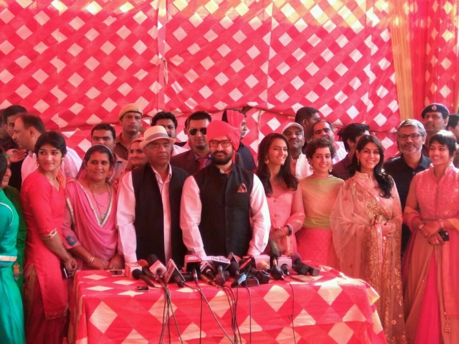 Aamir Khan,Dangal,Aamir Khan with Dangal team,Geeta Phogat,Geeta Phogat wedding,Geeta Phogat marriage,Geeta Phogat wedding pics,Geeta Phogat wedding images,Geeta Phogat wedding photos,Geeta Phogat wedding stills,Geeta Phogat wedding pictures