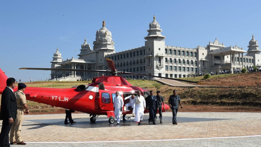 Photos of Karnataka Chief Minister Siddaramaiah arrives from a helicopter, after a new helipad constructed at Suvarna Soudha in Belagavi, for the winter session of the Karnataka Assembly on Nov 22, 2016.