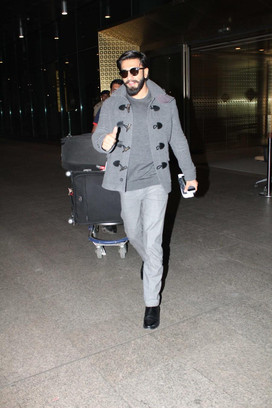 Ranveer Singh,Ranveer Singh returns from London,Ranveer Singh returns London,Ranveer Singh latest pics,Ranveer Singh latest images,Ranveer Singh latest photos,Ranveer Singh latest stills,Ranveer Singh latest pictures