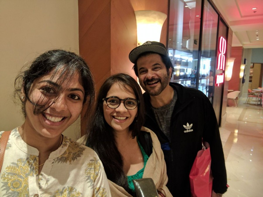 Anil Kapoor takes selfies with fans in ATM,Anil Kapoor visits ATM,Anil Kapoor in ATM,Anil Kapoor in ATM line,Anil Kapoor selfies,Anil Kapoor pics,Anil Kapoor images,Anil Kapoor photos,Anil Kapoor stills,Anil Kapoor pictures
