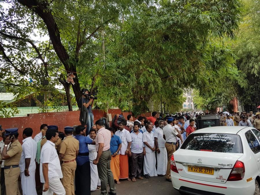 Jayalalithaa,Jayalalithaa suffers cardiac arrest,Jayalalithaa cardiac arrest,Jayalalitha heart attack,Tamil Nadu CM Jayalalithaa suffers cardiac arrest,Tamil Nadu CM Jayalalithaa,Apollo Hospital,Apollo Hospital in Chennai