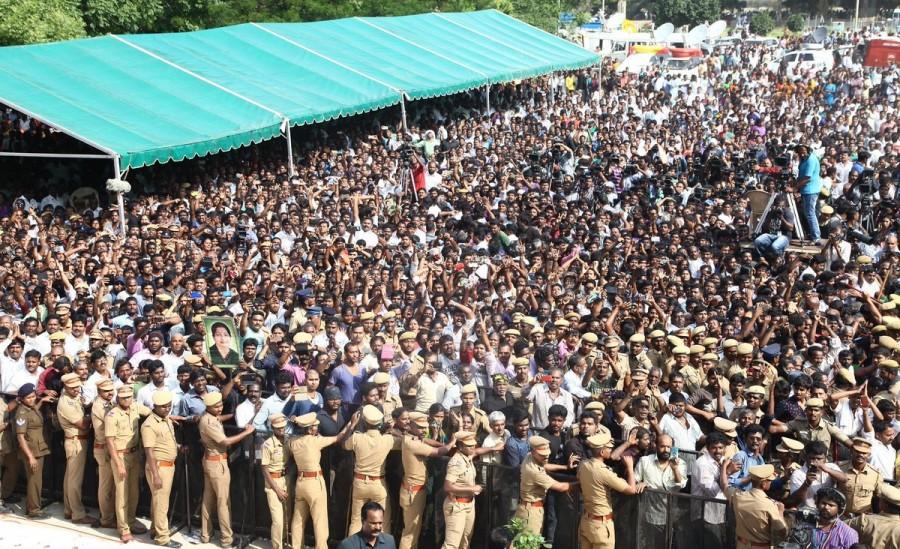 Jayalalithaa at Rajaji Hall,Jayalalithaa,Rajaji Hall,People pay last respects to Jayalalithaa,last respect to Jayalalithaa,Jayalalithaa dead,CM Jayalalithaa,Jayalalithaa pics