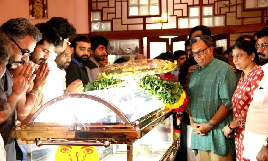 Vishal,Nasser,Kovai Sarala,Cho Ramaswamy,cho ramaswamy died,celebs pays respect to Cho Ramaswamy,Cho Ramaswamy dead