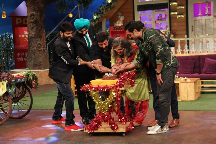 Ali Asgar,Ali Asgar celebrates his birthday,Ali Asgar birthday,Ali Asgar birthday celebrations,The Kapil Sharma Show,Ali Asgar birthday celebrations on The Kapil Sharma Show,Ali Asgar birthday celebrations pics,Ali Asgar birthday celebrations images,Ali A