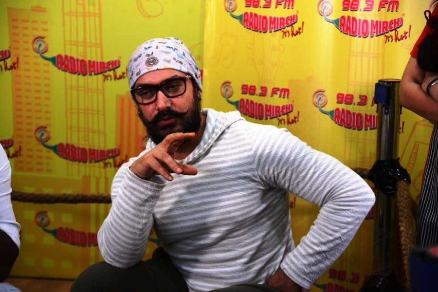 Aamir Khan,actor Aamir Khan,Aamir Khan promotes Dangal movie,Aamir Khan promotes Dangal,Aamir Khan promotes Dangal at Radio Mirchi studio,Aamir Khan's Dangal,Dangal movie,Dangal movie promotion,Dangal movie promotion pics,Dangal movie promotion image