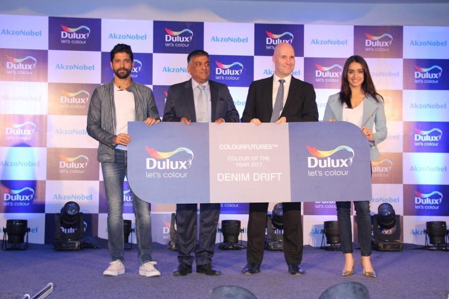 Farhan Akhtar and Shraddha Kapoor,Farhan Akhtar,Shraddha Kapoor,Dulux new color range,Dulux new color range launch,Farhan Akhtar launch Dulux new color range,Shraddha Kapoor launch Dulux new color range