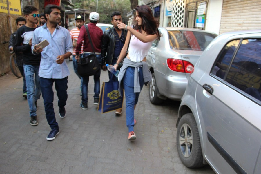 Disha Patani,Disha Patani at Bandra,Disha Patani spotted at Bandra,actress Disha Patani,Disha Patani latest pics,Disha Patani latest images,Disha Patani latest photos,Disha Patani latest stills,Disha Patani latest pictures