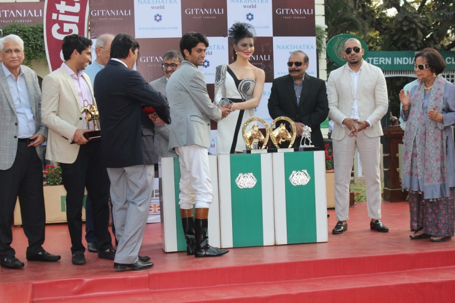 Urvashi Rautela,Gitanjali Indian 1000 Gunineas Race,Fashion show at Gitanjali Indian 1000 Gunineas Race,Fashion show,actor Urvashi Rautela,Urvashi Rautela latest pics,Urvashi Rautela latest images,Urvashi Rautela latest photos,Urvashi Rautela latest still