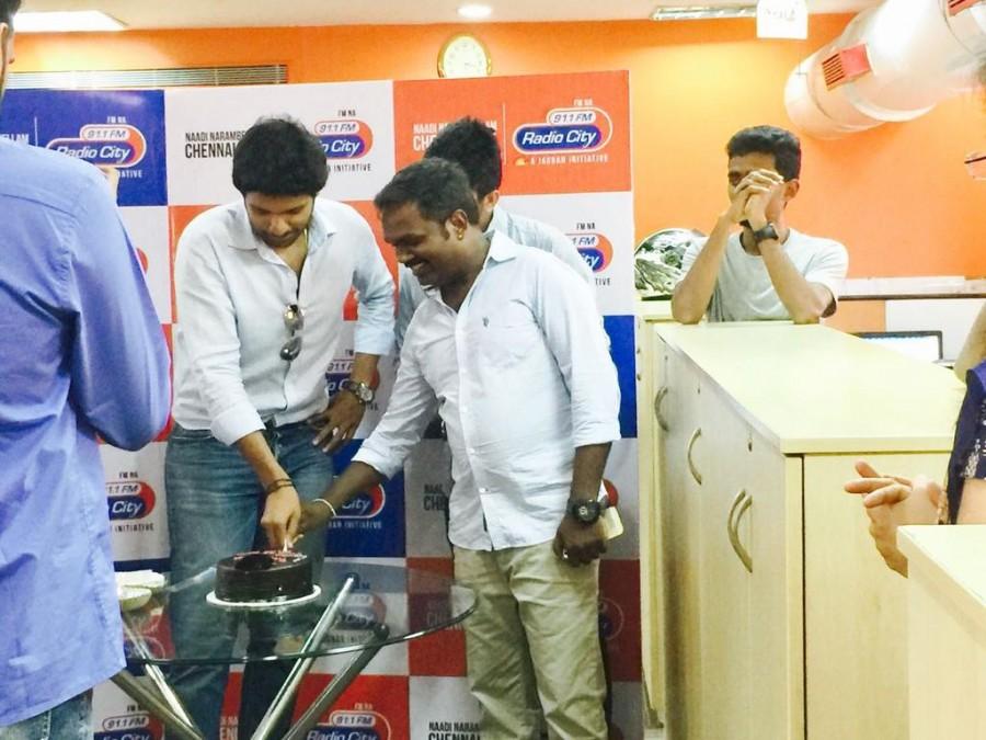 Vikram Prabhu,Veera Sivaji,Veera Sivaji promotion,Veera Sivaji movie promotion,Veera Sivaji promotion at Radio City,Radio City,Vikram Prabhu promotes Veera Sivaji,Radio City in Chennai