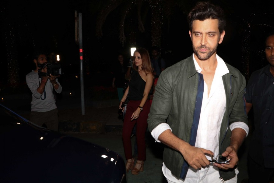 Hrithik Roshan,Hrithik Roshan with Kids,Hrithik Roshan spotted at Bandra,Hrithik Roshan new pics,Hrithik Roshan new images,Hrithik Roshan new photos,Hrithik Roshan new stills,Sussanne Khan,Hrithik Roshan and Sussanne Khan