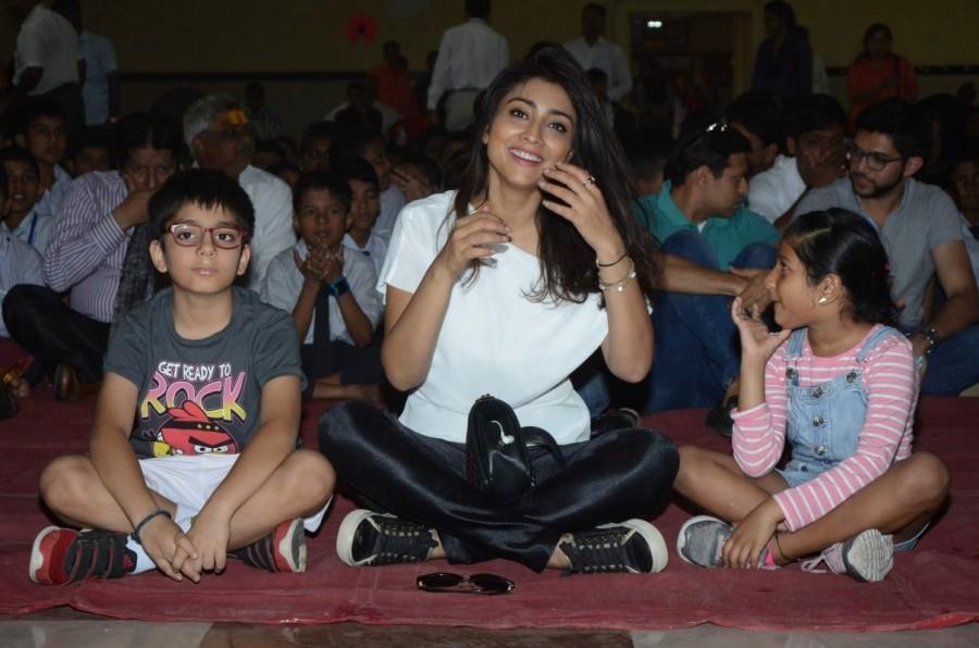 Shriya Saran,AGP World CSR initiative with BMC students,actress Shriya Saran,Shriya Saran latest pics,Shriya Saran latest images,Shriya Saran latest photos,Shriya Saran latest stills,Shriya Saran latest pictures
