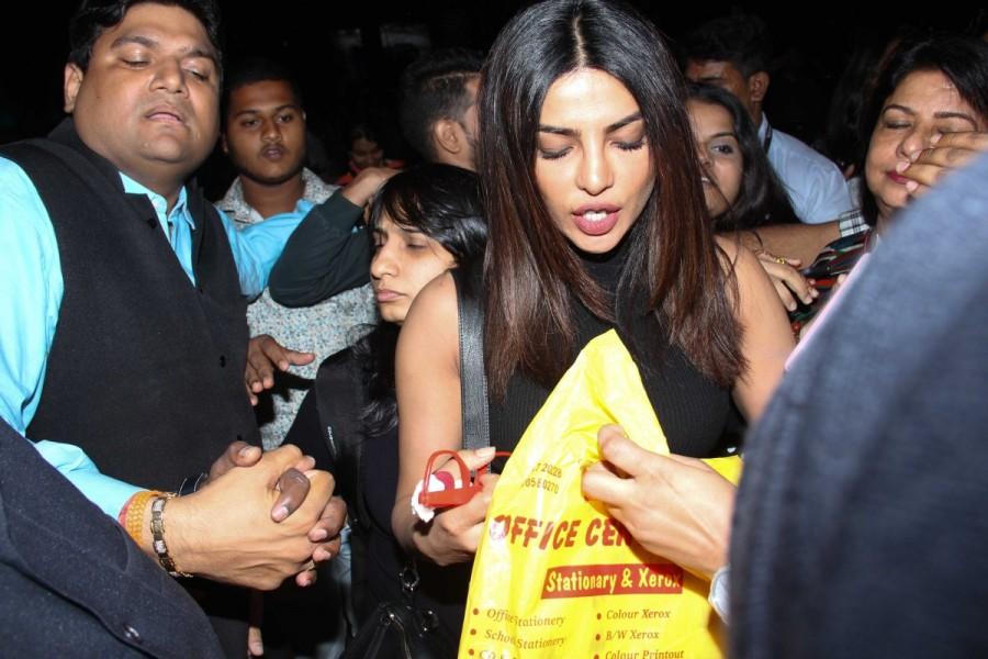 Priyanka Chopra,Priyanka Chopra at Mumbai airport,Priyanka Chopra in Mumbai airport,actress Priyanka Chopra,Priyanka Chopra returns India,Priyanka Chopra pics,Priyanka Chopra images,Priyanka Chopra photos,Priyanka Chopra stills,Priyanka Chopra pictures