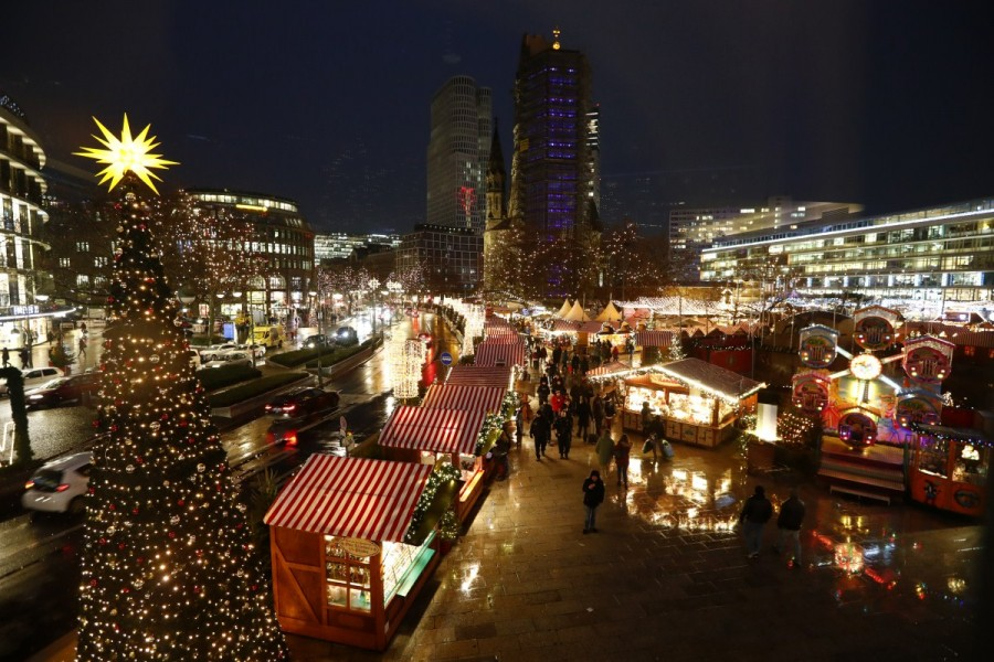 Berlin opens Christmas market,Berlin market,Christmas market,Christmas,Christmas 2016,Berlin Attack,Berlin Christmas market attack,berlin truck attack,Berlin Christmas market