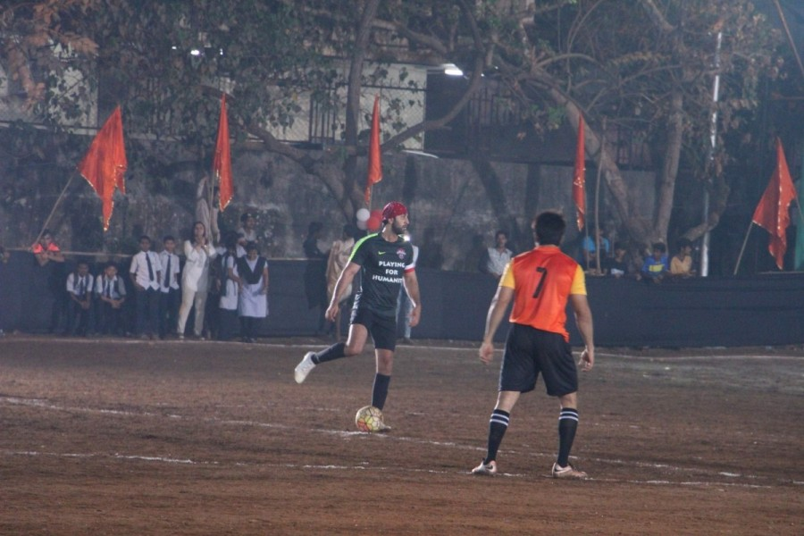 Ranbir Kapoor,Aditya Thackeray,Yuva Sena,All Stars XI vs Yuva Bandra XI,All Stars XI v/s Yuva Bandra XI Xmas Cup football tournament,Xmas Cup football tournament