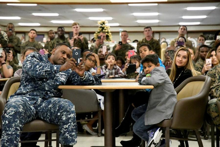 Barack Obama,Barack Obama final Christmas,Barack Obama tribute to the troops,Barack Obama tribute to troops,U.S. President Barack Obama,Marine Corps Base,Barack Obama Christmas holiday