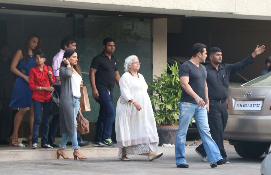 Salman Khan,Iulia Vantur,Salman Khan and Iulia Vantur,Arpita House,Arpita House in Bandra,Salman Khan girlfriend Iulia Vantur,Salman Khan and Iulia Vantur pics,Salman Khan and Iulia Vantur images,Salman Khan and Iulia Vantur photos,Salman Khan and Iulia V