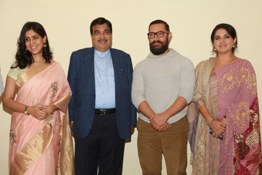 Aamir Khan,Nitin Gadkari,Shaina NC,Union Minister for Road Transport,Dangal Special screening,Dangal movie Special screening,Dangal Special screening pics,Dangal Special screening images,Dangal Special screening photos,Dangal Special screening stills,Dang