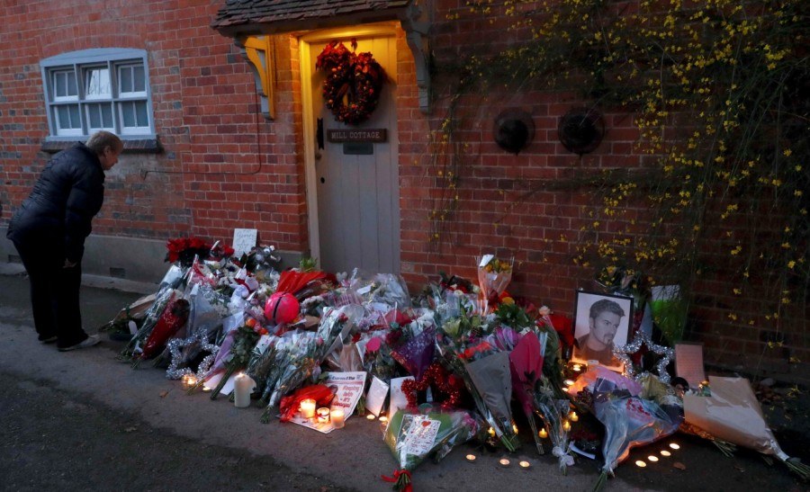 George Michael,Fans pay tribute to George Michael,george michael dead,George Michael Christmas death,Christmas Day