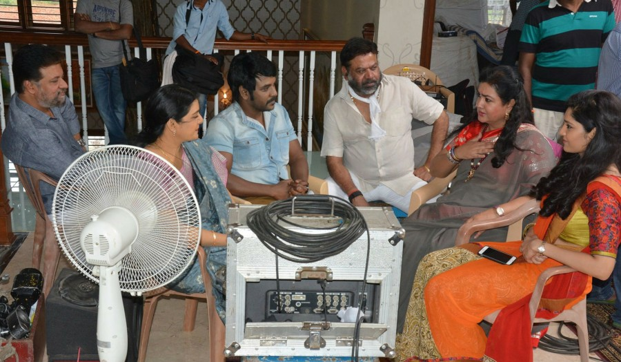 Shivalinga working stills,Shivalinga,Tamil movie Shivalinga,Raghava Lawrence,Ritika Singh,Vadivelu,Radharavi,Bhanupriya,Urvashi,Shivalinga working pics,Shivalinga working images,Shivalinga working photos,Shivalinga working pictures