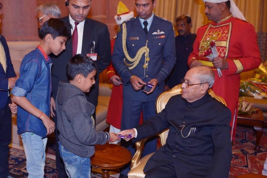 President Pranab Mukherjee,Pranab Mukherjee,Children greet President Pranab Mukherjee,Children greet Pranab Mukherjee,Pranab Mukherjee new year,Pranab Mukherjee new year celebrations,Pranab Mukherjee new year celebrations pics,Pranab Mukherjee new year ce