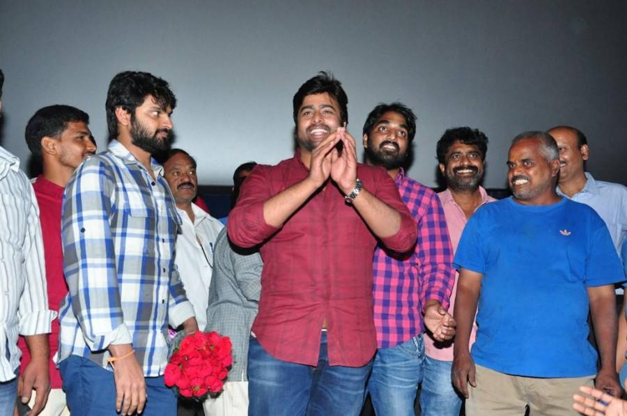Nara Rohit,Sri Vishnu,Appatlo Okadundevadu team,Appatlo Okadundevadu,Appatlo Okadundevadu team visit Devi theatre,Telugu movie Appatlo Okadundevadu