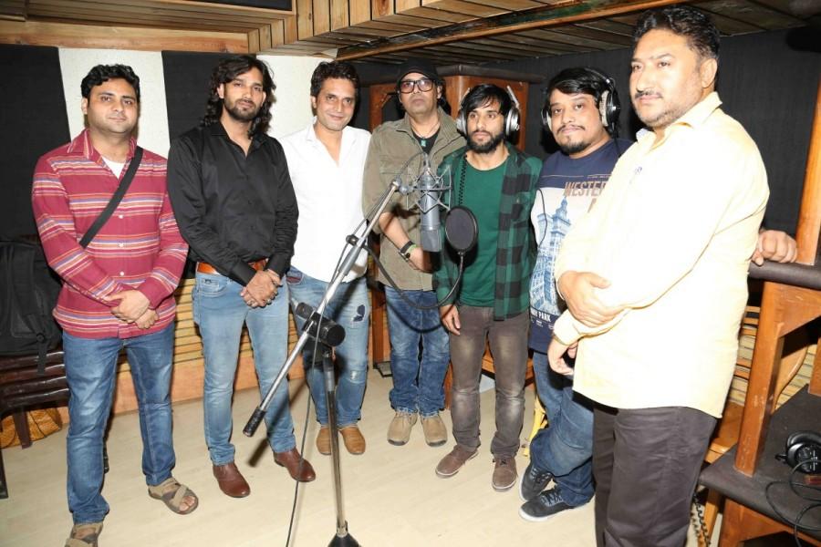 Ehsan Asghar,Divya Kumar,Singers Ehsan Asghar and Divya Kumar,Wo Jannat Ki Jagir,song Wo Jannat Ki Jagir,Recording of the music album,Wo Jannat Ki Jagir music