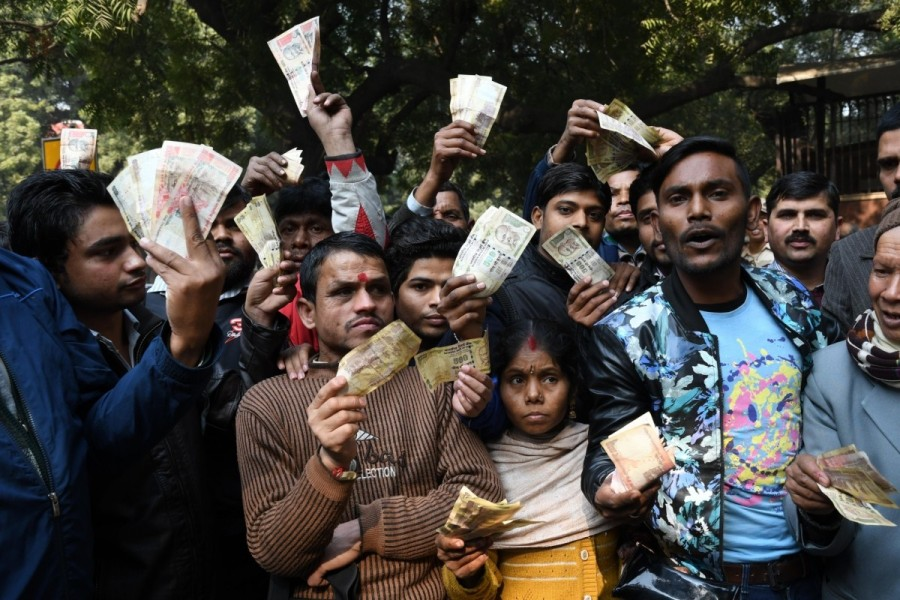 Protests outside RBI,Reserve Bank of India,old currency notes,old notes,exchange old currency notes,demonetisation,apex bank