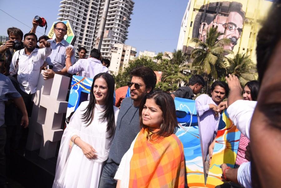 Shah Rukh,MP Poonam Mahajan,Shahrukh Khan,SRK,Bandra,#Bandra,Rouble Nagi,Rouble Nagi's #Bandra artwork,#Bandra artwork