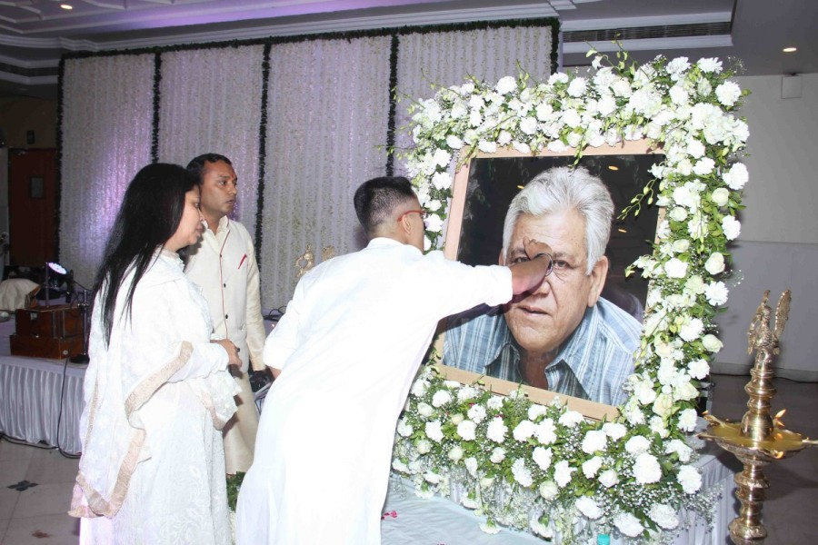 Om Puri's prayer meet,Om Puri,Om Puri prayer meet,Amitabh Bachchan,Aishwarya Rai,Abhishek Bachchan,Jackie Shroff,Tisca Chopra,Om Puri prayer meet pics,Om Puri prayer meet images,Om Puri prayer meet photos,Om Puri prayer meet stills,Om Puri prayer mee