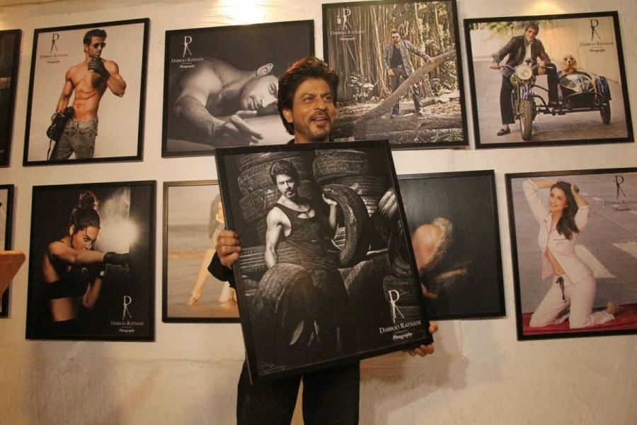 Shah Rukh Khan,Sunny Leone,Vidya Balan,Dabboo Ratnani calendar launch,Dabboo Ratnani calendar,Dabboo Ratnani calendar launch 2017,Dabboo Ratnani calendar 2017,Shah Rukh Khan at Dabboo Ratnani calendar launch,Sunny Leone at Dabboo Ratnani calendar launch,V
