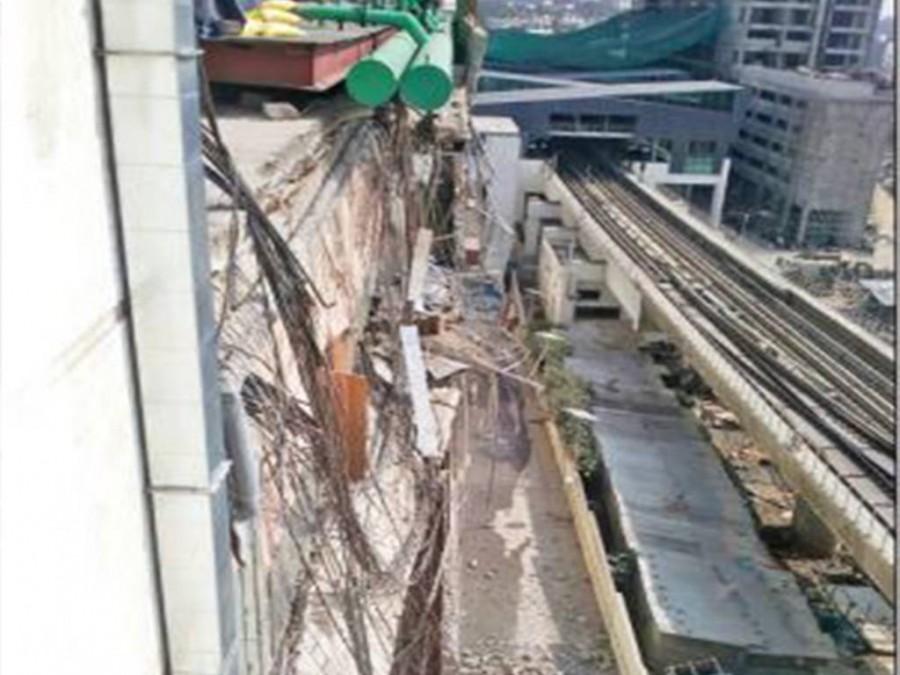 Mantri Square,Mantri Square wall collapse,Mantri Square collapse,Panic,Panic in the mall,Mantri Square wall,Mantri Square mall wall collapse