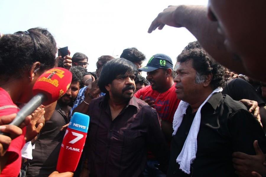 Jallikattu ban,Jallikattu,Jallikattu Controversy,Mayilsamy,GV Prakash,Marina beach,protest against Jallikattu ban,Jallikattu ban protest,Jallikattu protest,T. Rajendar