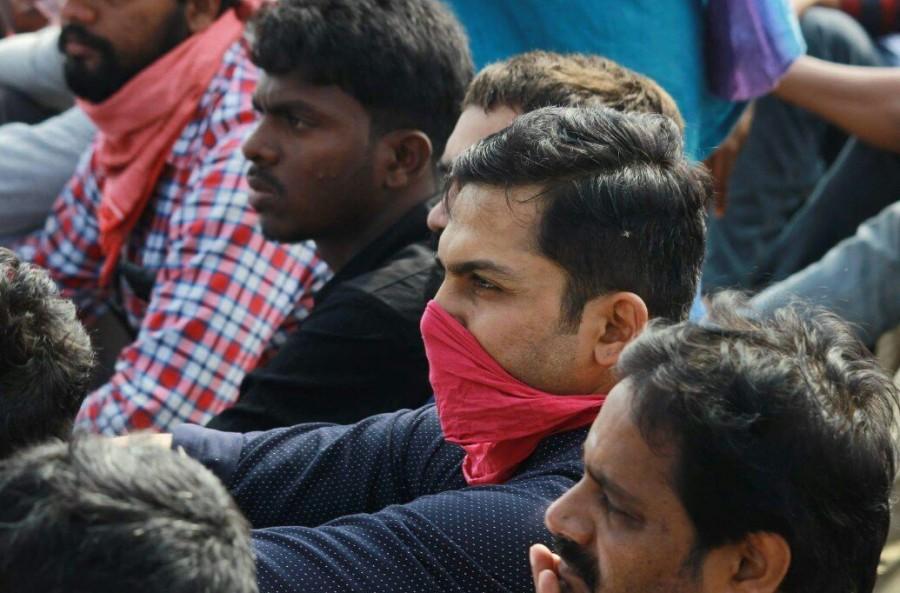 Suriya,Karthi,Sivakarthikeyan,Sivakarthikeyan's daughter Aaradhana,Aaradhana,Marina Jallikattu protest,Marina protest,celebs at Marina protest,Jallikattu protest,Jallikattu protest pics,Jallikattu protest images