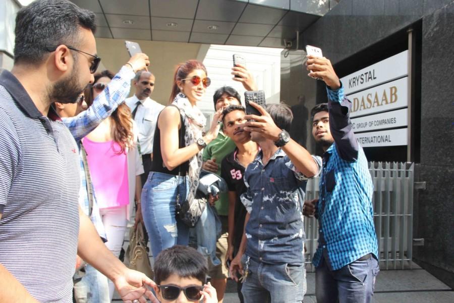 Shilpa Shetty,actress Shilpa Shetty,Shilpa Shetty Kundra,Shilpa Shetty with family,Shilpa Shetty at Bandra,Shilpa Shetty family,Shilpa Shetty pics,Shilpa Shetty images,Shilpa Shetty photos,Shilpa Shetty stills,Shilpa Shetty pictures