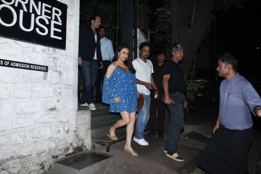 Preity Zinta and Fardeen Khan,Preity Zinta,Fardeen Khan,actress Preity Zinta,Preity Zinta latest pics,Preity Zinta latest images,Preity Zinta latest photos,Preity Zinta latest stills,Preity Zinta latest pictures