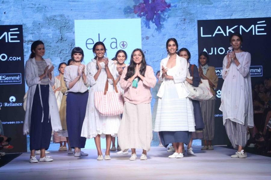 Kiran Rao,Kiran Rao at Lakme Fashion week,Lakme Fashion week,Lakme Fashion week day 1,Lakme Fashion week pics,Lakme Fashion week images,Lakme Fashion week photos,Lakme Fashion week stills,Lakme Fashion week pictures