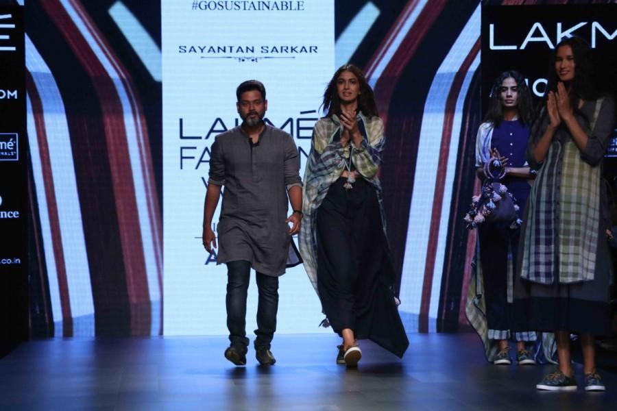 Konkana Sen Sharma,Konkana Sen Sharma at LFW,Lakme Fashion Week 2017,Lakme Fashion Week,Lakme Fashion Week pics,Lakme Fashion Week images,Lakme Fashion Week photos,Lakme Fashion Week stills,Lakme Fashion Week pictures