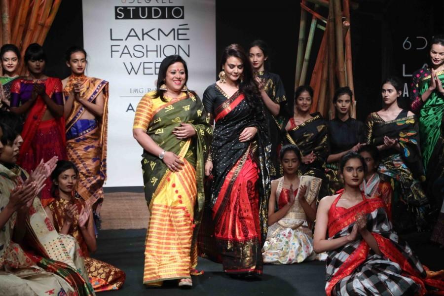 Preity Zinta,Preity Zinta at Lakme Fashion Week 2017,Lakme Fashion Week 2017,Lakme Fashion Week,Preity Zinta walks the ramp,Preity Zinta pics,Preity Zinta images,Preity Zinta photos,Preity Zinta stills,Preity Zinta pictures