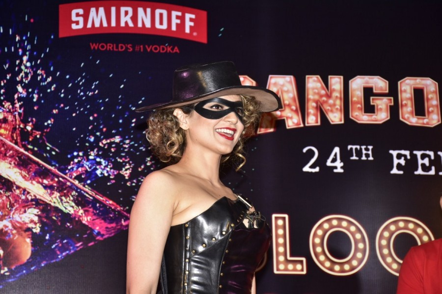 Kangana Ranaut,actress Kangana Ranaut,Kangana Ranaut turns kinky,Rangoon,Rangoon promotion,Rangoon movie promotion,Jaanbaaz Julia avatar,Jaanbaaz Julia