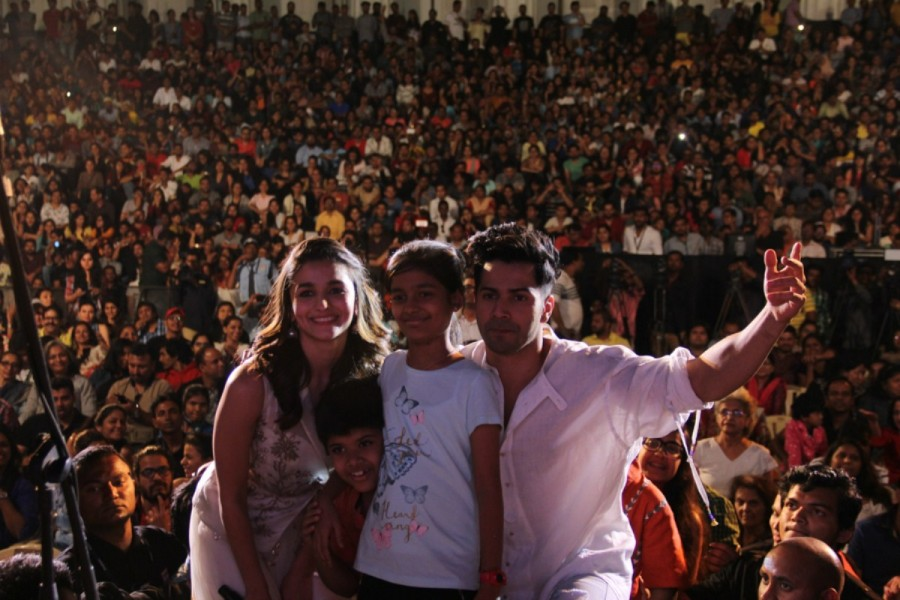 Alia Bhatt,Varun Dhawan,Javed Ali,Sukhwinder Singh,Sangita Jindal,Arzan Khambata,Sunil Padwal,Kala Ghoda Arts Festival 2017 closing ceremony,Kala Ghoda Arts Festival 2017,Kala Ghoda Arts Festival