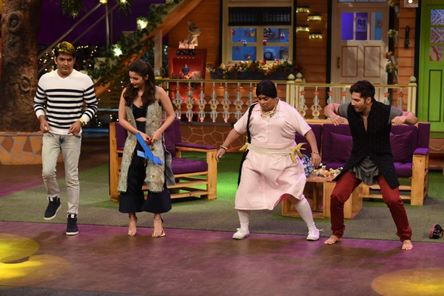 Varun Dhawan,Alia Bhatt,Badrinath Ki Dulhania,Badrinath Ki Dulhania promotion,Badrinath Ki Dulhania movie promotion,The Kapil Sharma Show,Varun Dhawan at The Kapil Sharma Show,Alia Bhatt at The Kapil Sharma Show