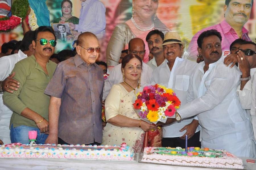 Vijaya Nirmala,Vijaya Nirmala birthday,Vijaya Nirmala birthday celebrations,Krishna,Rajendra Prasad,Naresh wife Ramya Raghupathi,son Naveen,Paruchuri Venkateswara Rao