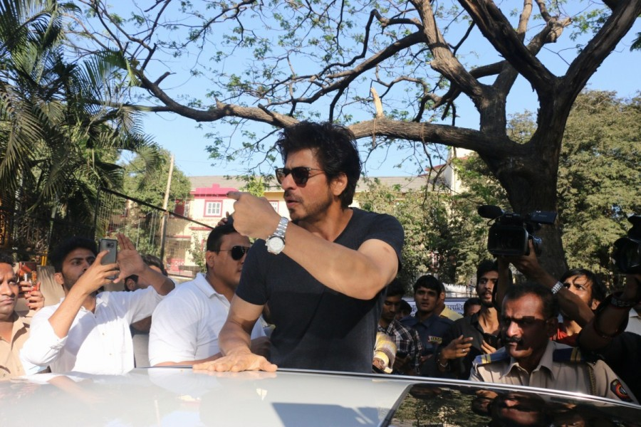 BMC Election 2017,Shah Rukh Khan,actor Shah Rukh Khan,SRK,Shah Rukh Khan votes,Srk votes,Shah Rukh Khan votes at Mount Mary Convent High School