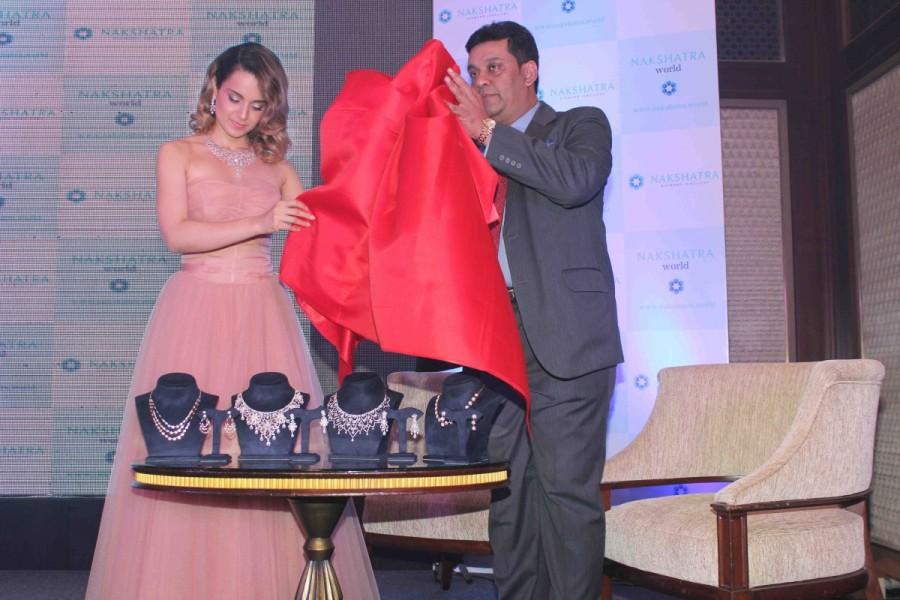 Kangana Ranaut,actress Kangana Ranaut,Nakshatra Jewellery,Nakshatra Jewellery launch,Kangana Ranaut pics,Kangana Ranaut images,Kangana Ranaut photos,Kangana Ranaut stills,Kangana Ranaut pictures