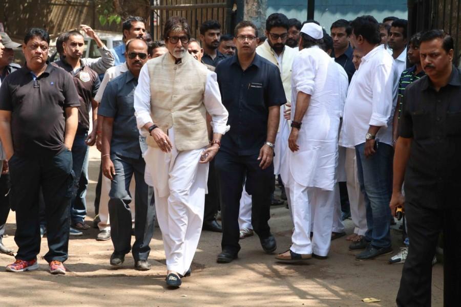 Abhishek Bachchan,Amitabh Bachchan,Jackie Shroff,Tanishaa Mukerji,Suniel Shetty,Tanishaa Mukerji,Rohit Shetty,Armaan Kohli,Apoorva Lakhia,Vatsal Seth,Suniel Shetty's father Veerapa Shetty funeral,Suniel Shetty's father dies