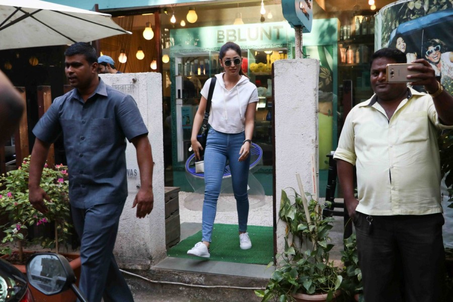 Yami Gautam spotted at Khar,Yami Gautam at Khar,Yami Gautam latest pics,Yami Gautam latest images,Yami Gautam latest photos,Yami Gautam latest stills,Yami Gautam latest pictures