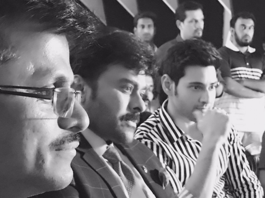 Megastar Chiranjeevi,Chiranjeevi visits Mahesh Babu,Chiranjeevi visits AR Murugadoss,Chiranjeevi at Mahesh 23,Mahesh 23,Mahesh 23 on the sets,AR Murugadoss,Mahesh Babu