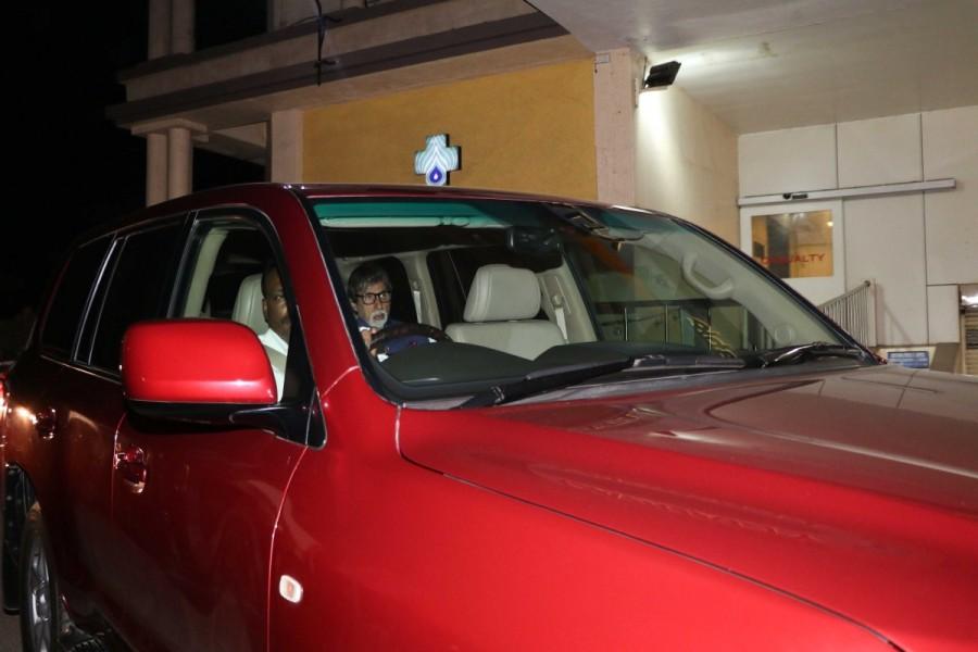 Amitabh Bachchan,Aishwarya Rai,Aishwarya Rai father,Aishwarya Rai father at Lilavati hospital,Lilavati hospital,Amitabh Bachchan pics,Amitabh Bachchan images,Amitabh Bachchan photos,Amitabh Bachchan stills,Amitabh Bachchan pictures